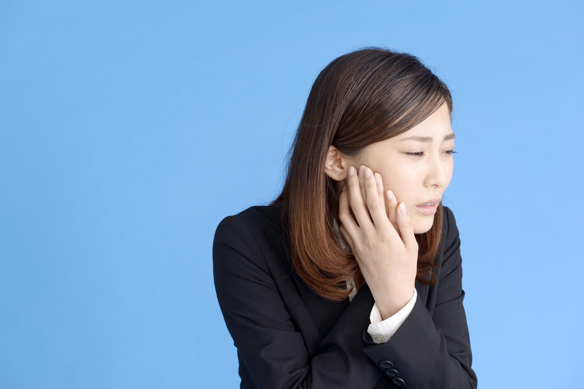 頬の腫れに熱はありますか?