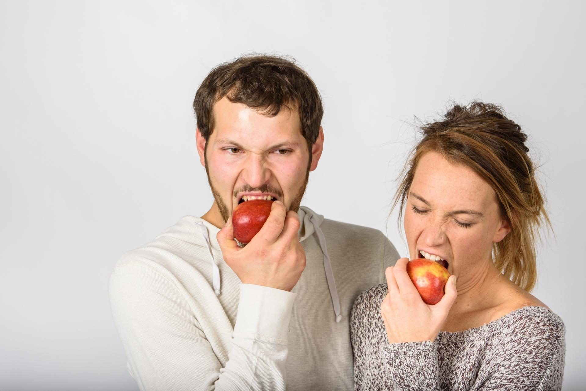 りんごが齧れない…!