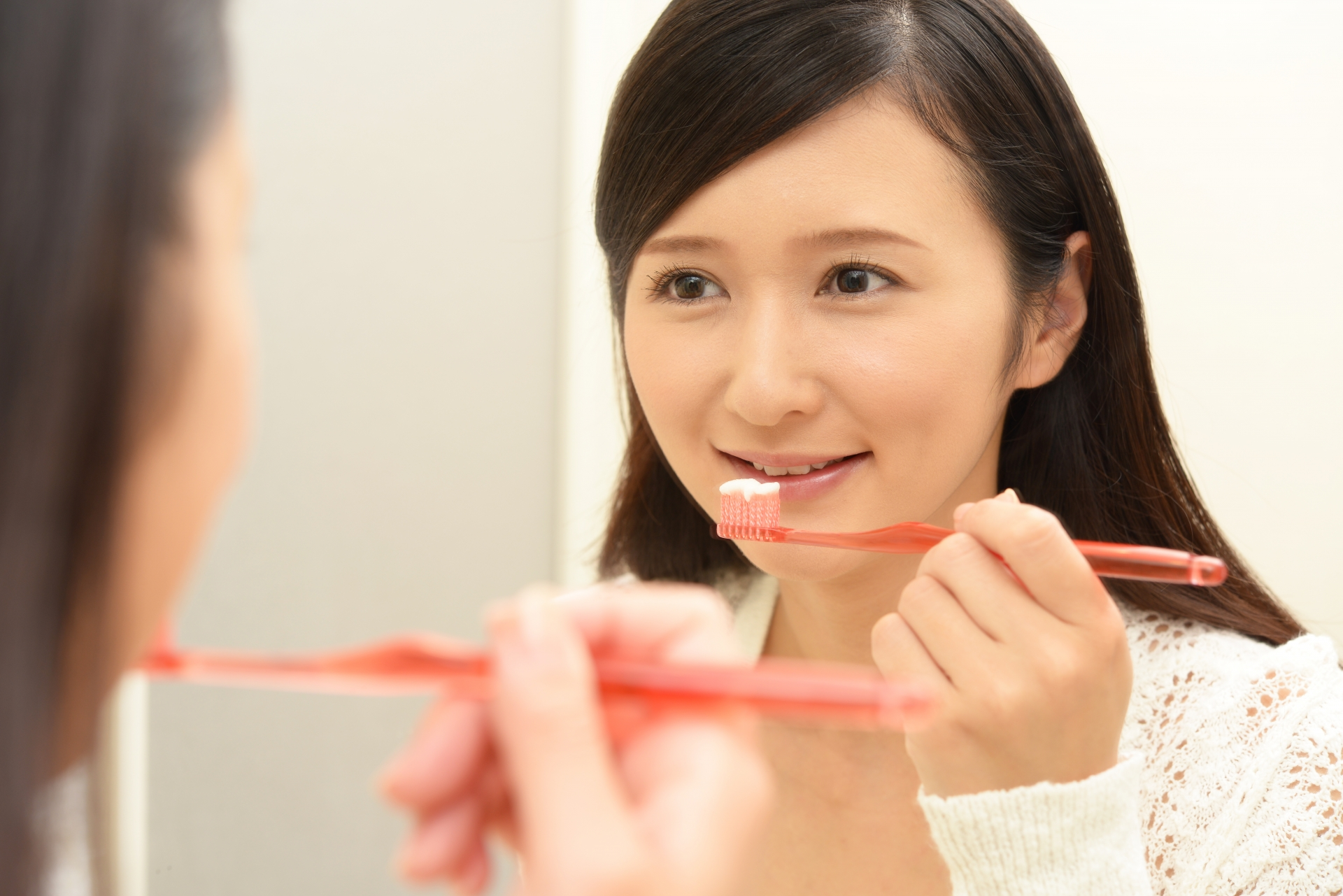 特に夜寝る前の歯磨きは重要です