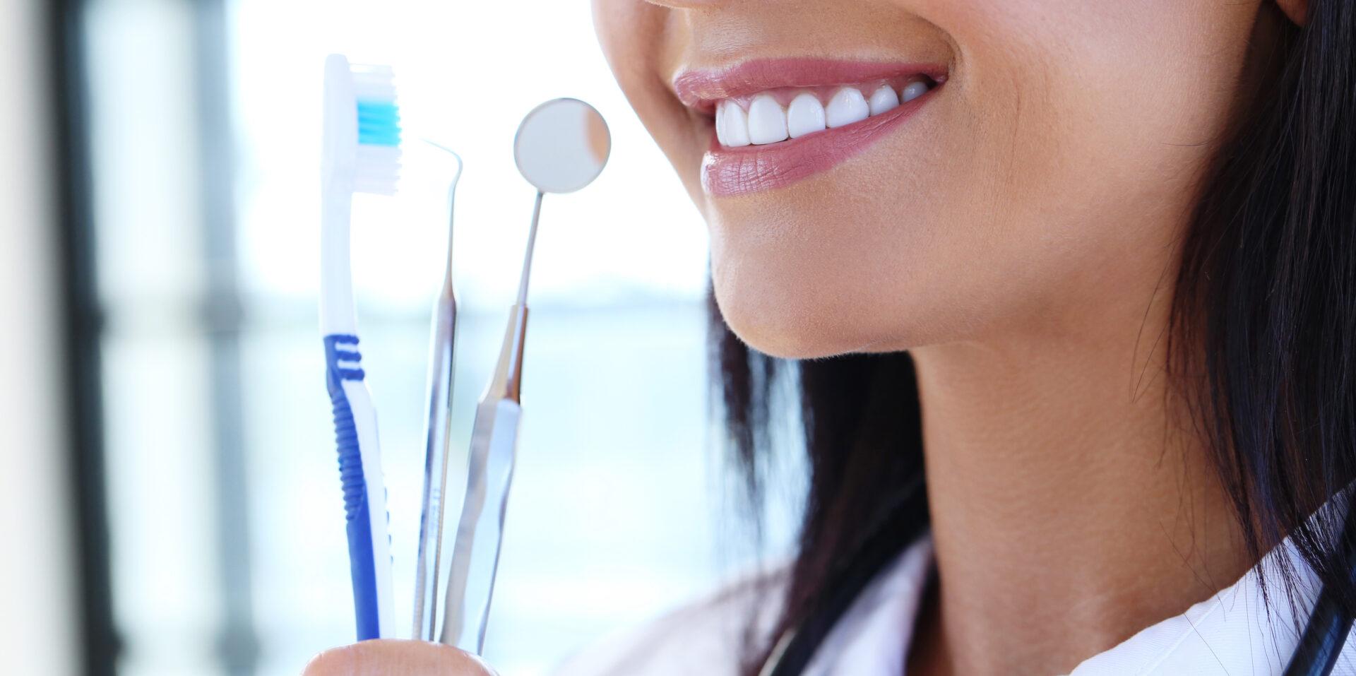 予防歯科は高齢になっても歯を残すために重要!インプラントにも